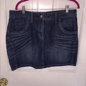 Tommy Hilfiger Medium wash Denim Mini Skirt sz 8